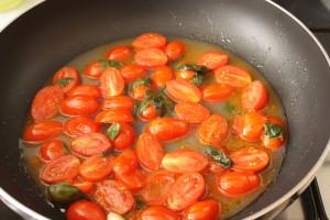 tomate y caldo de almejas